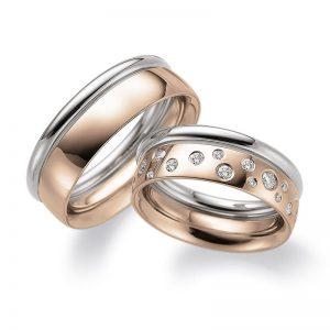 Mestergull En spennende kombinasjon med sammesetning av to ringer. En rund i hvitt gull i profil 1 og en i rødt gull fra profil 2. Dameringen er gitt et stjernedryss med diamanter. Prisen er pr. ring uten diamaner da man fritt kan velge antall, størrelser og pl LYKKERINGENE Eksempel Ring