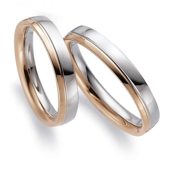 Mestergull Profil 2 er brukt på disse ringene i tofarget utførelse med polert overflate og diamantskåret mønster som markering. Her er inndelingen gjort asymmetrisk og har 1/2 rødt gull og 2/3 hvitt gull. Prisen nedenfor er pr. ring. LYKKERINGENE Eksempel Ring