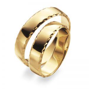 Mestergull 5,0 mm bredde i gult gull med profil 7 er her mønsterskåret med diamantverktøy. Kontrasten blir god og skarpheten optimal. Velg blant mange mønster eller skap deres eget. Prisen nedenfor er pr. ring. LYKKERINGENE Eksempel Ring