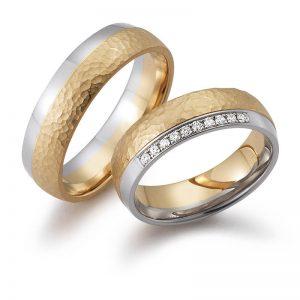 Mestergull Her vises en kombinasjon av hvitt og rosè gull med forskjellig overflate og diamanter. Prisen nedenfor er pr. ring uten diamanter da disse kan velges helt etter ønske og budsjett. LYKKERINGENE Eksempel Ring