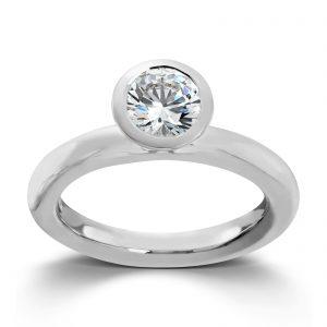 Mestergull Sølv ring med hvit cubic zirkonia. Denne er fin i kombinasjon med flere ringer fra GID Stackable. GID Stackable Ring