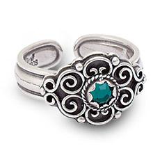 Mestergull Bunadsring i oksidert sølv med tradisjonsrikt filigransarbeid og grønn sten. Ringen er regulerbar og passer alle størrelser. NORSK BUNADSØLV Ring