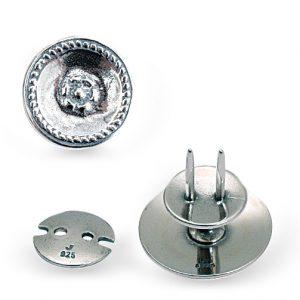 Mestergull Knapp til kniv i oksidert sølv til Østfold herrebunad. Knappen gjør det mulig å ha kniven hengende på siden uten belte. NORSK BUNADSØLV Knapp