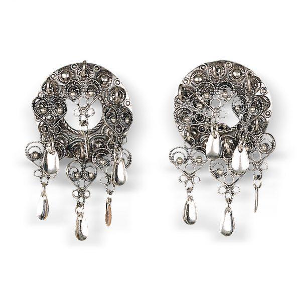 Mestergull Oksidert søljeformet stikknål i sølv som du festar sjalet med på Askøybunaden. En på hver side. NORSK BUNADSØLV Nål