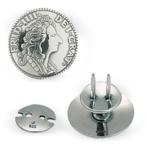 Mestergull Myntknapp til kniv utført i osidert sølv. NORSK BUNADSØLV Knapp