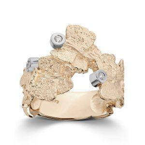Mestergull Ring i gult gull med 3 x 0,02 carat TWSI. Bredde 1,9 cm VAN BERGEN Butterfly Ring