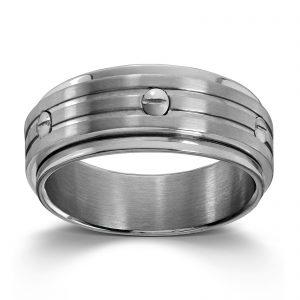 Mestergull Tøff ring i stål med bevegelig felt og skruer MESTERGULL Ring