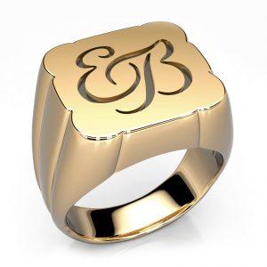 Mestergull Spesiallaget herrering i gult gull 585 med kundens initialer. Ringen har sort Rhodium i bunnen av monogrammet for å lage en spennenede kontrast DESIGN STUDIO Spesialdesign Ring