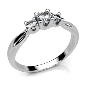 Mestergull En elegant og unik trestens ring i hvitt gull med diamanter MG DIAMONDS Ring