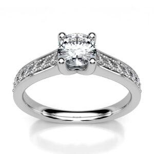 Mestergull Ring i hvitt gull 585 spesialdesignet etter kundens skisse. 15 diamanter er fattet i ringen og samlet vekt er 0,78 ct. HSI Senterstenen er 0,50 ct. og ringskinnener smykket med brillianter à 0,02 ct. DESIGN STUDIO Solitaire Ring