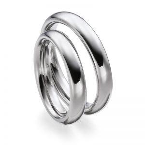 Mestergull Kraftige og tunge ringer i hvitt gull i profil 1. Den innvendige buede fomen gjør at ringene er svært behagelig å ha på. Prisen nedenfor er pr. ring. LYKKERINGENE Eksempel Ring