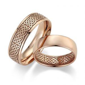 Mestergull Med detaljert lasergravering kan ringene gjøres helt spesielle og unike. Tegn gjerne deres eget mønster for gravering innvendig eller utvendig på ringene. Ringene ble her valgt i 7,0 mm men kan også være smalere. Prisen nedenfor er pr. ring. LYKKERINGENE Eksempel Ring