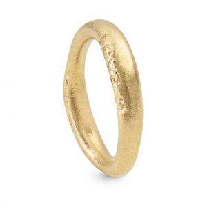 Mestergull Love Ring nr. 3 i 18 kt. Gult gull med matt overflate LYNGGAARD Love Ring