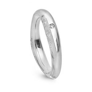 Mestergull Love Ring nr. 3 i 18 kt. Hvitt gull med 1 diamant 0,015 ct. TwVs. Blank overflate LYNGGAARD Love Ring