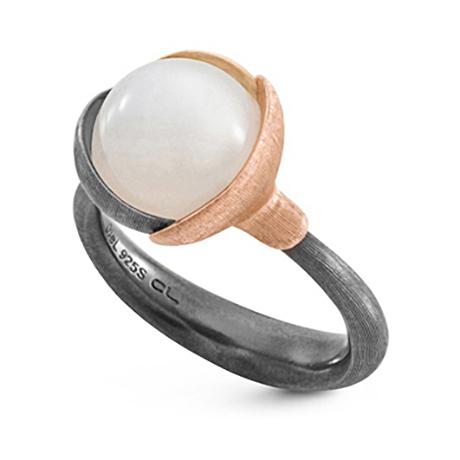 Mestergull Ring Lotus str. 2 i oksidert sølv med blad i 18 K rosé og gult gull - Hvit månesten LYNGGAARD Lotus Ring