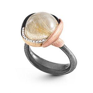 Mestergull Ring Lotus str. 3 i oksidert sølv med blad i 18 K rosé og gult gull - 13 diamanter totalt 0,05 ct. TwVs- Rutilkvarts LYNGGAARD Lotus Ring