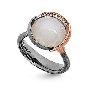Mestergull Ring Lotus str. 3 i oksidert sølv med blad i 18 K rosé og gult gull - 13 diamanter totalt 0,05 ct. TwVs - Hvit månesten LYNGGAARD Lotus Ring