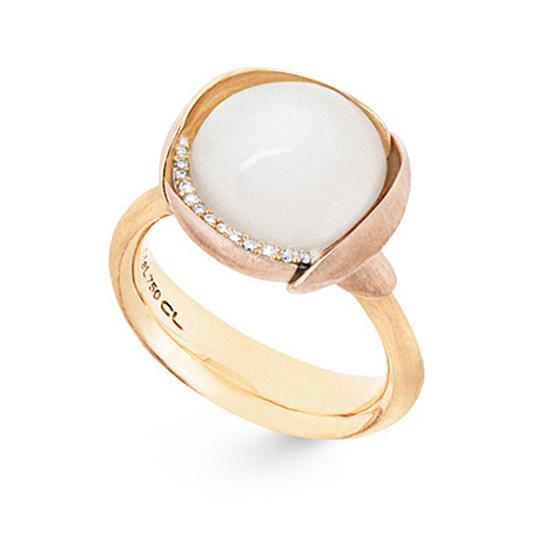 Mestergull Ring Lotus str. 3 i 18 K Gult gull med to blad i rosé gull -13 diamanter totalt 0,05 ct. TwVs - Hvit månesten LYNGGAARD Lotus Ring