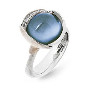 Mestergull Ring Lotus str. 3 i 18 K Hvitt gull rhodinert og urhodinert -13 diamanter totalt 0,05 ct. TwVs - Swiss blå topas LYNGGAARD Lotus Ring
