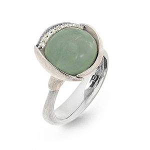 Mestergull Ring Lotus str. 3 i 18 K Hvitt gull rhodinert og urhodinert -13 diamanter totalt 0,05 ct. TwVs - Akvamarin LYNGGAARD Lotus Ring