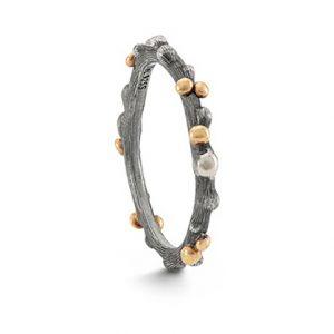 Mestergull Nature ring i oksidert sølv med detaljer i 18 K Gult gull LYNGGAARD Nature Ring