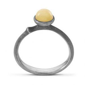 Mestergull Ring Lotus str. 0 i sølv med rav LYNGGAARD Lotus Ring