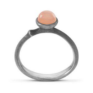 Mestergull Ring Lotus str. 0 i sølv med blush månesten LYNGGAARD Lotus Ring