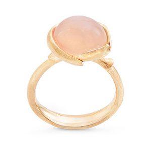 Mestergull Ring lille Lotus i 18 K Gult gull med blush månesten LYNGGAARD Lotus Ring