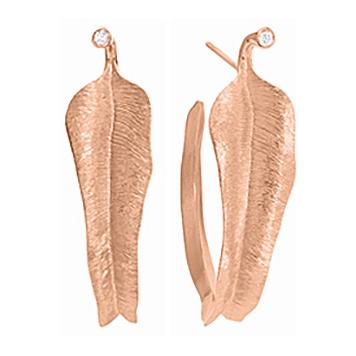 Mestergull Leaves små øreringer i 18 K Rosé gull med 2 diamanter totalt 0,02 ct. TwVs LYNGGAARD Leaves Ørepynt