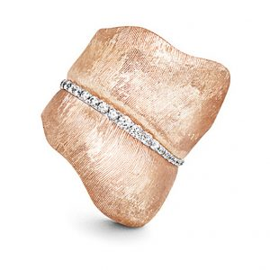 Mestergull Leaves ring stor i 18 K Rosé gull med 48 diamanter totalt 0,45 ct. TwVs LYNGGAARD Leaves Ring
