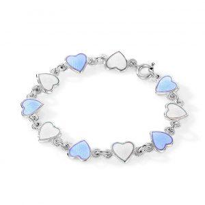 Mestergull Barnearmbånd i sølv og hjerter i hvit og lys blå emalje PIA & PER Armbånd