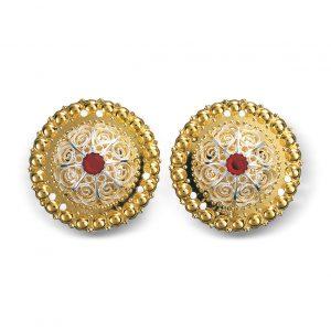 Mestergull Borer i forgylt sølv med perlekant og filigrandekor i hvitt sølv og røde stener. NORSK BUNADSØLV Belte