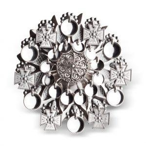 Mestergull Ansiktssølje i oksidert sølv med runde løv og korsløv. Den har opphav fra tidlig på 1800-talet og er mye brukt på Vestlandet, spesielt i Hordaland. NORSK BUNADSØLV Sølje
