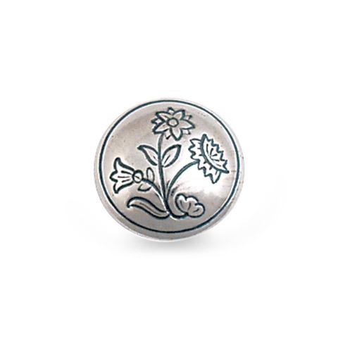 Mestergull Halsknapp i oksidert sølv til Nordlandsbunad herre. Blomstermotivet tar utgangspunkt i broderiet på bunaden og er preget inn i knappen. NORSK BUNADSØLV Halsknapp