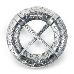 Mestergull Halsring i oksidert sølv og flotte graverte detaljer NORSK BUNADSØLV Halsknapp