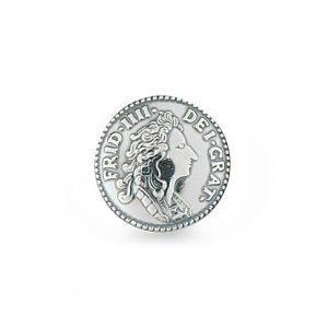 Mestergull Myntknapp i oksidert sølv med lang hempe. NORSK BUNADSØLV Knapp