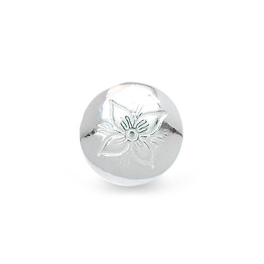 Mestergull Støpte bunadsknapper i hvitt sølv med gravert dekor basert på florabroderiet til Rogalandsbunaden. Finnes i flere størrelser. NORSK BUNADSØLV Knapp