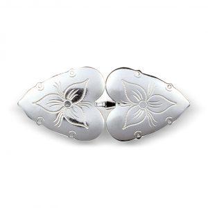 Mestergull Beltepenne i hvitt sølv til Rogalandsbunaden. Gravert dekor som harmonerer med det vakre florabroderiet på bunaden. NORSK BUNADSØLV Spenne