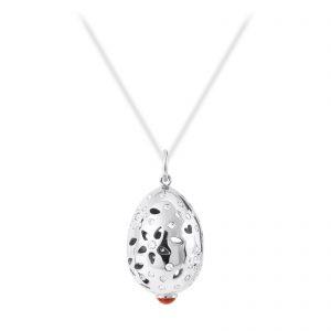 Mestergull Lace anheng i 18kt. hvitt gull med korall og 66 diamanter totalt 0,58 ct. TwVs LYNGGAARD Lace Anheng
