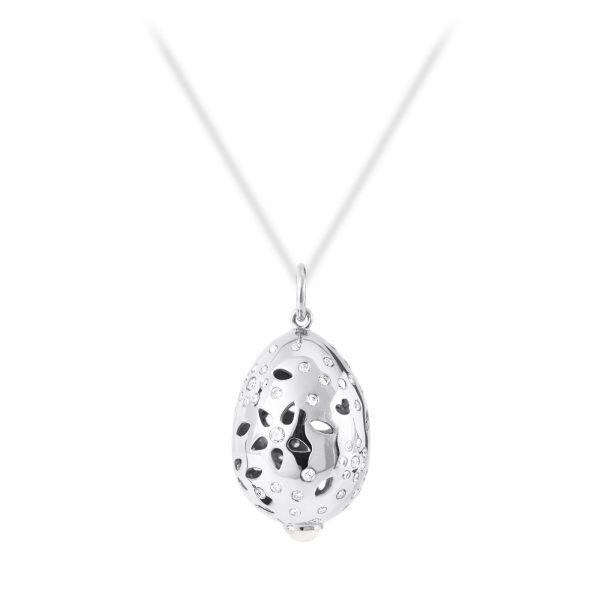 Mestergull Lace anheng i 18kt. hvitt gull med hvit månesten og 66 diamanter totalt 0,58 ct. TwVs LYNGGAARD Lace Anheng