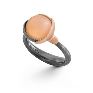 Mestergull Ring Lotus str. 2 i oksidert sølv med blad i 18kt rosé og gult gull. Blush månesten. LYNGGAARD Lotus Ring