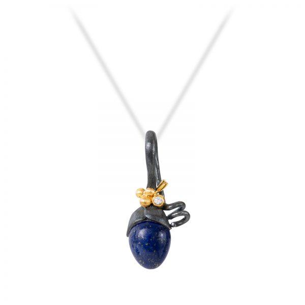 Mestergull Anheng spire i sølv med 18kt gult gull detaljer, 1 diamant og lapis lazuli sten. LYNGGAARD Lotus Anheng