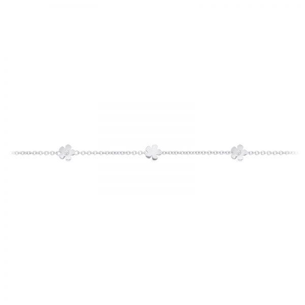 Mestergull Lace armbånd i 18kt Hvitt gull med 5 blomster og 2 diamanter. Totalt 0,02ct TwVs. 18 cm. Kan kortes inn til 17 og 16 cm. LYNGGAARD Lace Armbånd