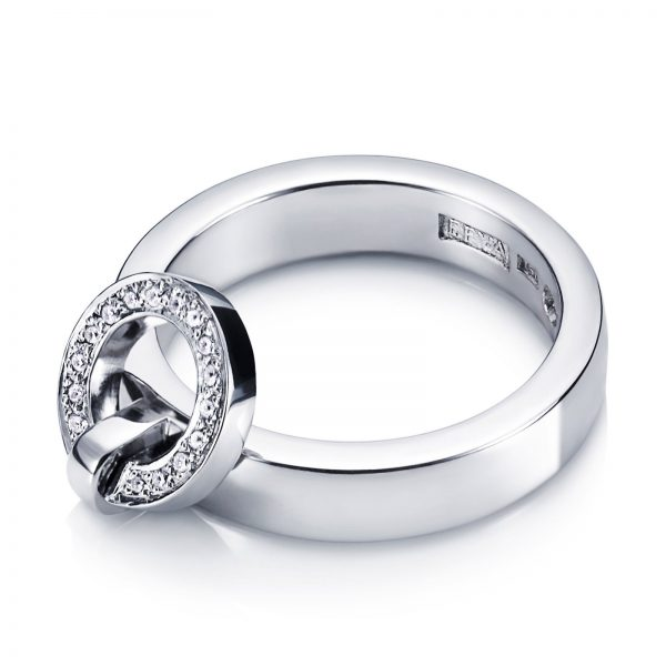 Mestergull Won`t you wear my ring around your neck - sparkles just like Elvis sang. - Efva Attling EFVA ATTLING Ring Around Ring