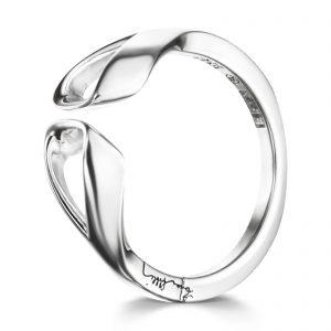 """Mestergull Lekker ring i sølv - """"A fantasy shape in sheer simplicity"""" - Efva Attling EFVA ATTLING Folded Ring"""
