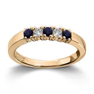 Mestergull Vår Allianse ring har siden 1992 vært en av de mest klassiske diamantringene i landet. Allianse lar deg bygge på med nye stener for hver ny anledning. ALLIANSE Saf./Dia. 0,06 ct. Ring