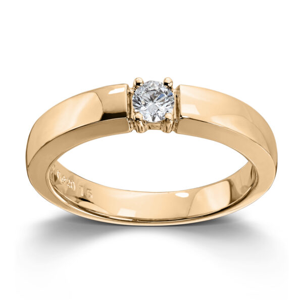 Mestergull Vår Allianse ring har siden 1992 vært en av de mest klassiske diamantringene i landet. Allianse lar deg bygge på med nye stener for hver ny anledning. ALLIANSE Dia. 0,15 ct. Ring
