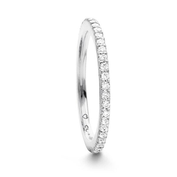 Mestergull Love Band rekkering i 18kt. gult gull med Hvite diamanter 0,40-0,47 ct. TwVs LYNGGAARD Love Ring