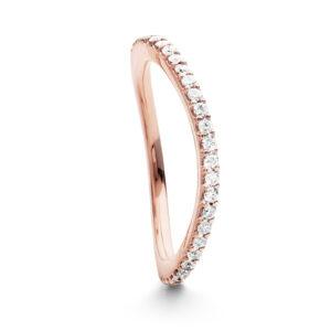 Mestergull Love Band buet rekkering i 18kt. rosé gull med diamanter 0,40-0,47 ct. TwVs LYNGGAARD Love Ring