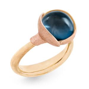 Mestergull Ring Lotus str. 2 i 18 K Gult gull med to blad i rosé gull - London blå topas LYNGGAARD Lotus Ring